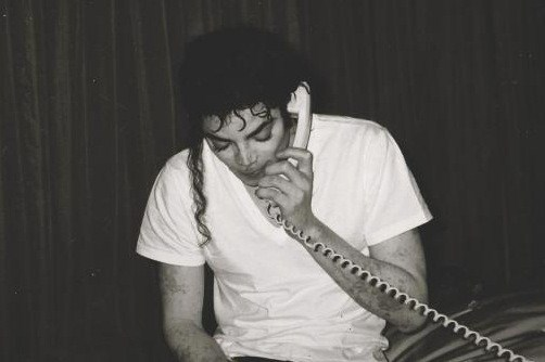 https://i0.wp.com/images5.fanpop.com/image/photos/29300000/Michael-with-vitiligo-michael-jackson-29378928-502-334.jpg
