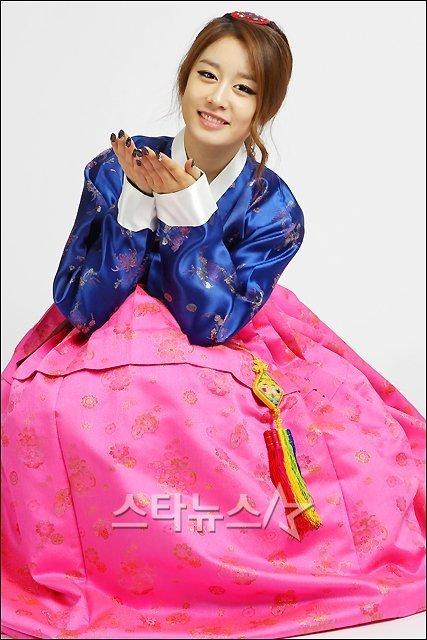 Hanbok Jiyeon - t%E2%99%94ara-%ED%8B%B0%EC%95%84%EB%9D%BC Photo