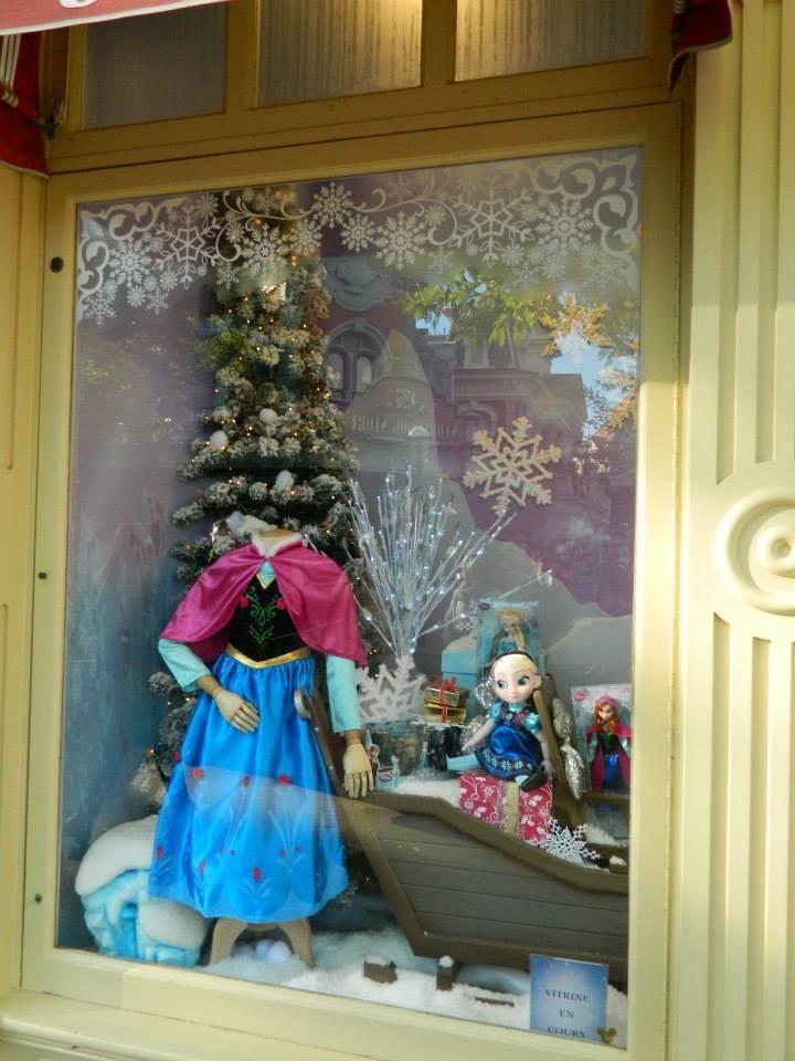 Frozen showcase at Disneyland Paris  Elsa and Anna Photo 36072521  Fanpop