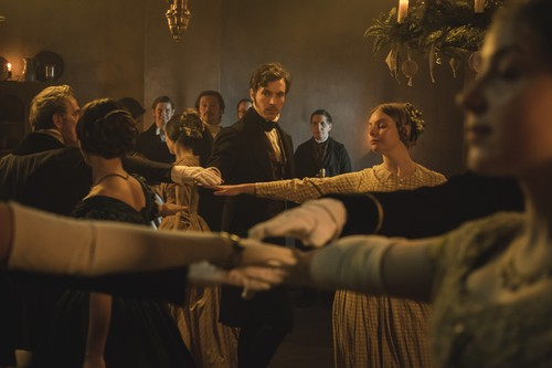 https://i0.wp.com/images6.fanpop.com/image/photos/40800000/Victoria-Comfort-and-Joy-Christmas-Special-2x09-promotional-picture-victoria-itv-40897090-500-333.jpg