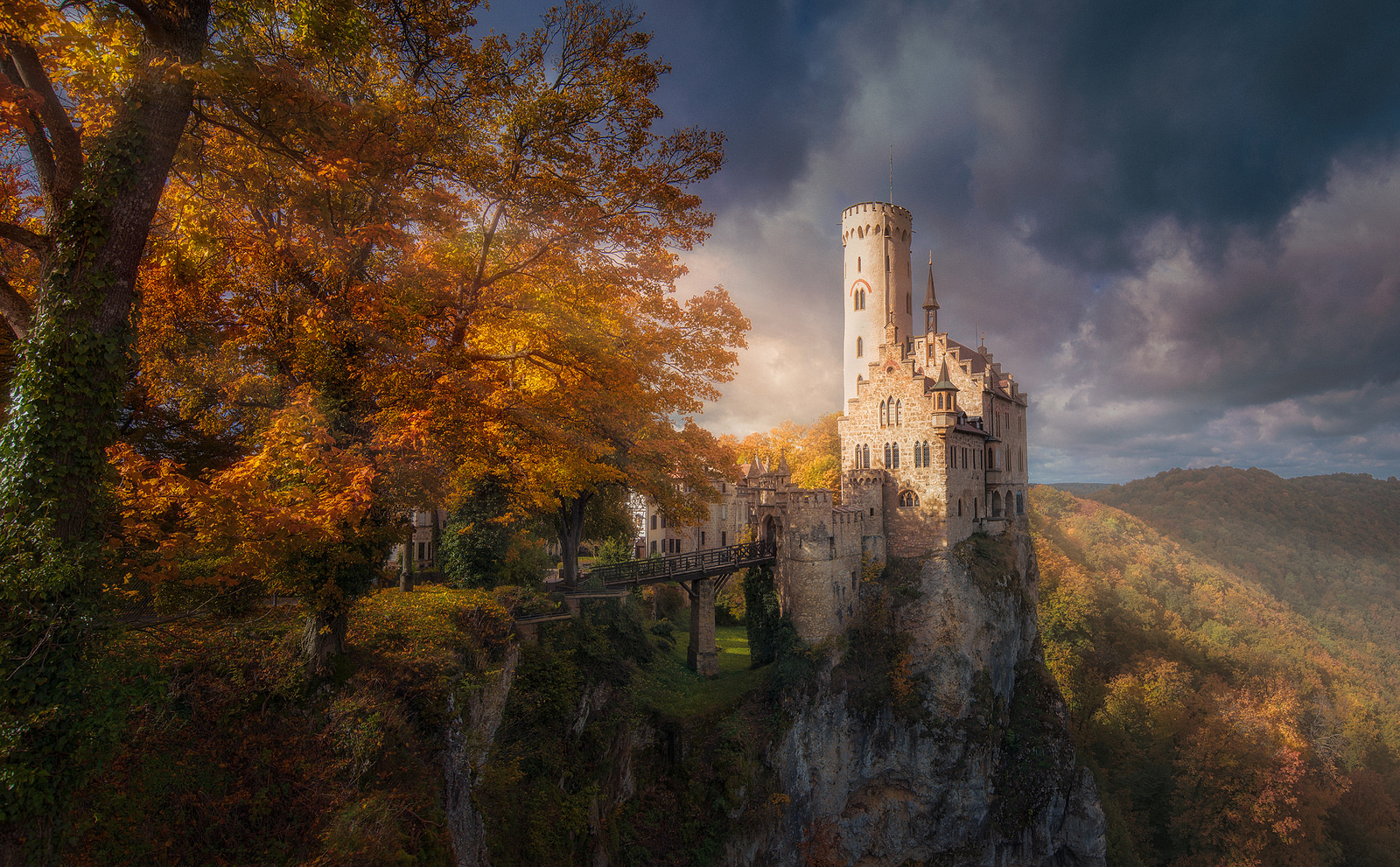Free Fall Wallpaper For Iphone 6 Castle In Autumn Wallpaper And Background Image 1600x991