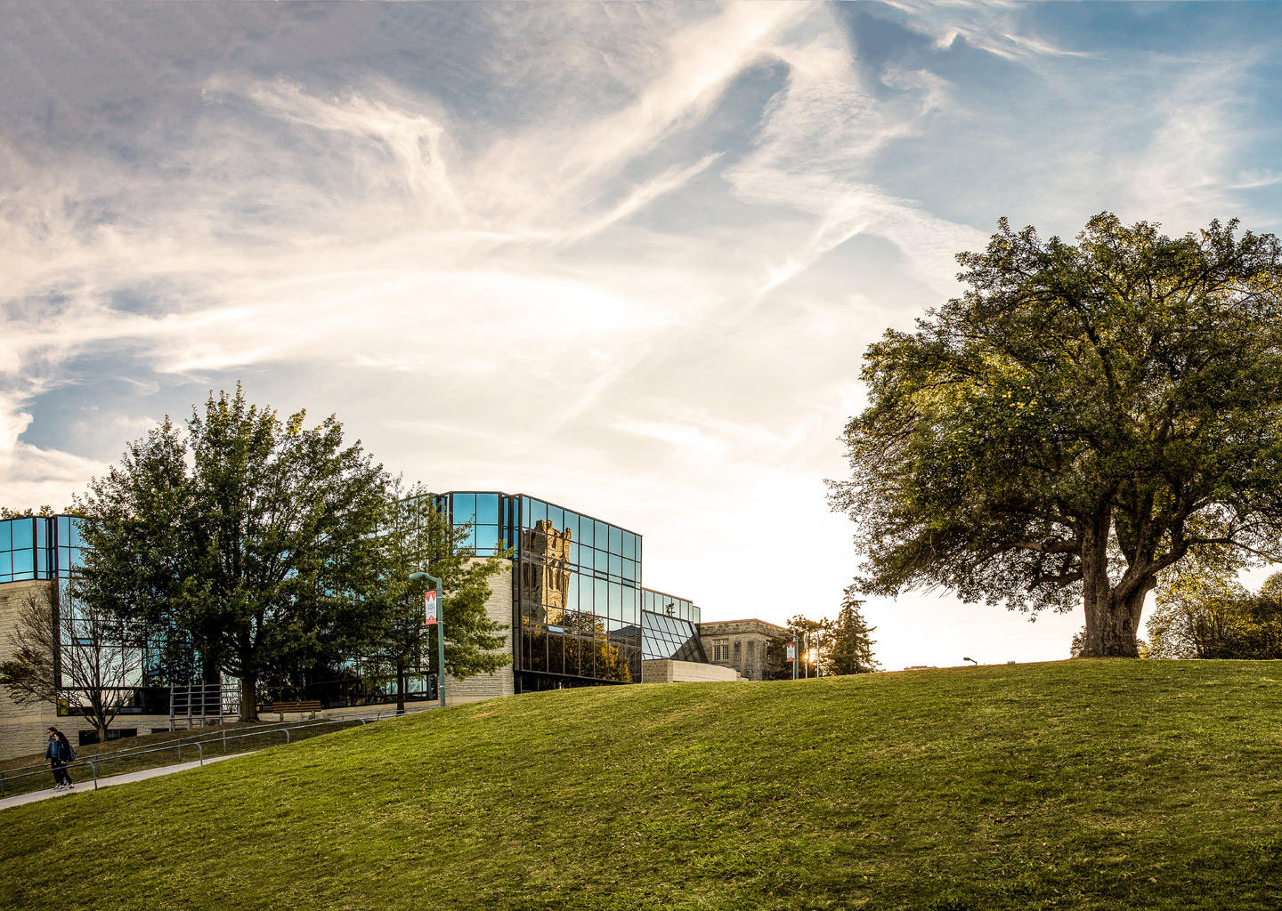 Information on courses. rankings and reviews of Western University (Ontario) Canada
