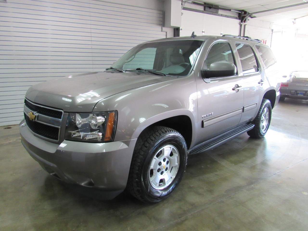 hight resolution of details about 2011 chevrolet tahoe lt 4wd