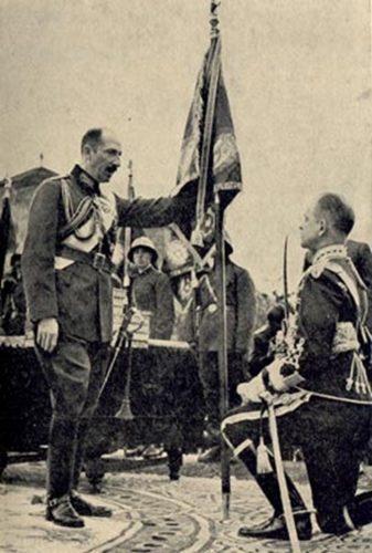 Цар Борис III връчва-бойно знаме / King Boris III handing out a battle flag