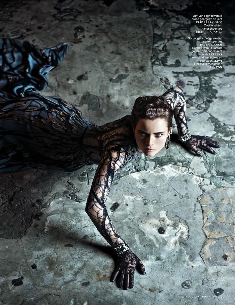 anna de rijk6 Anna de Rijk Dresses for Halloween in Vogue Netherlands November Issue, Lensed by Marc de Groot