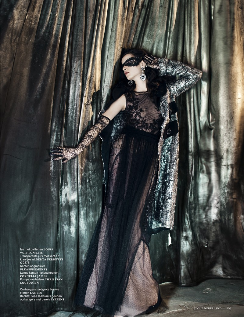 anna de rijk7 Anna de Rijk Dresses for Halloween in Vogue Netherlands November Issue, Lensed by Marc de Groot
