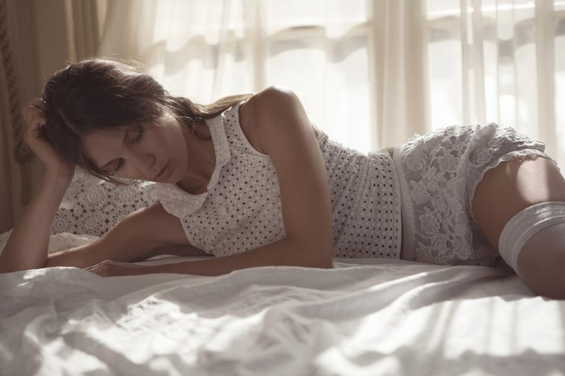 elele6 Cihan Alpgiray Lenses Ivory Bedroom Looks for the August Issue of Elele Turkey