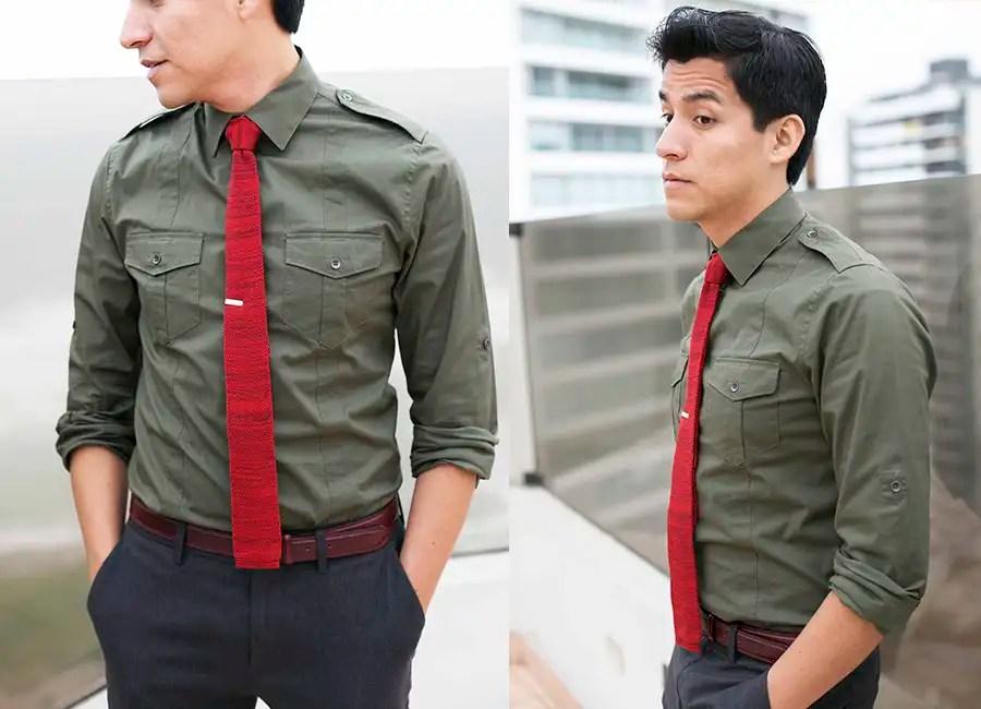 camisa verde corbata roja