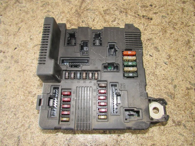 Diagram Besides Renault Clio Fuse Box On Renault Megane Ii Fuse Box
