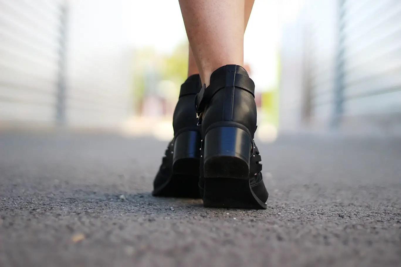 rocknrolla, asos, boohoo, zara, veste metalique zara, sheinside, boots boohoo, boots femme, bottines femme, t-shirt imprimé, blog mode, shein, pull and bear, sac franges, bomber zara, des habits malaia