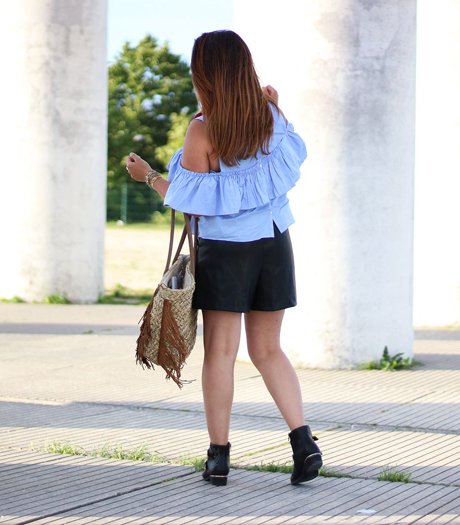 shorts noir zara cuir, short zara simili cuir, short simili cuir, sac hipanema, bracelet hipanema, hipanema, top bleu zara, col bardot, bottines inspi chloé, susanna chloé, primark, style western, fashion, blogueuse mode