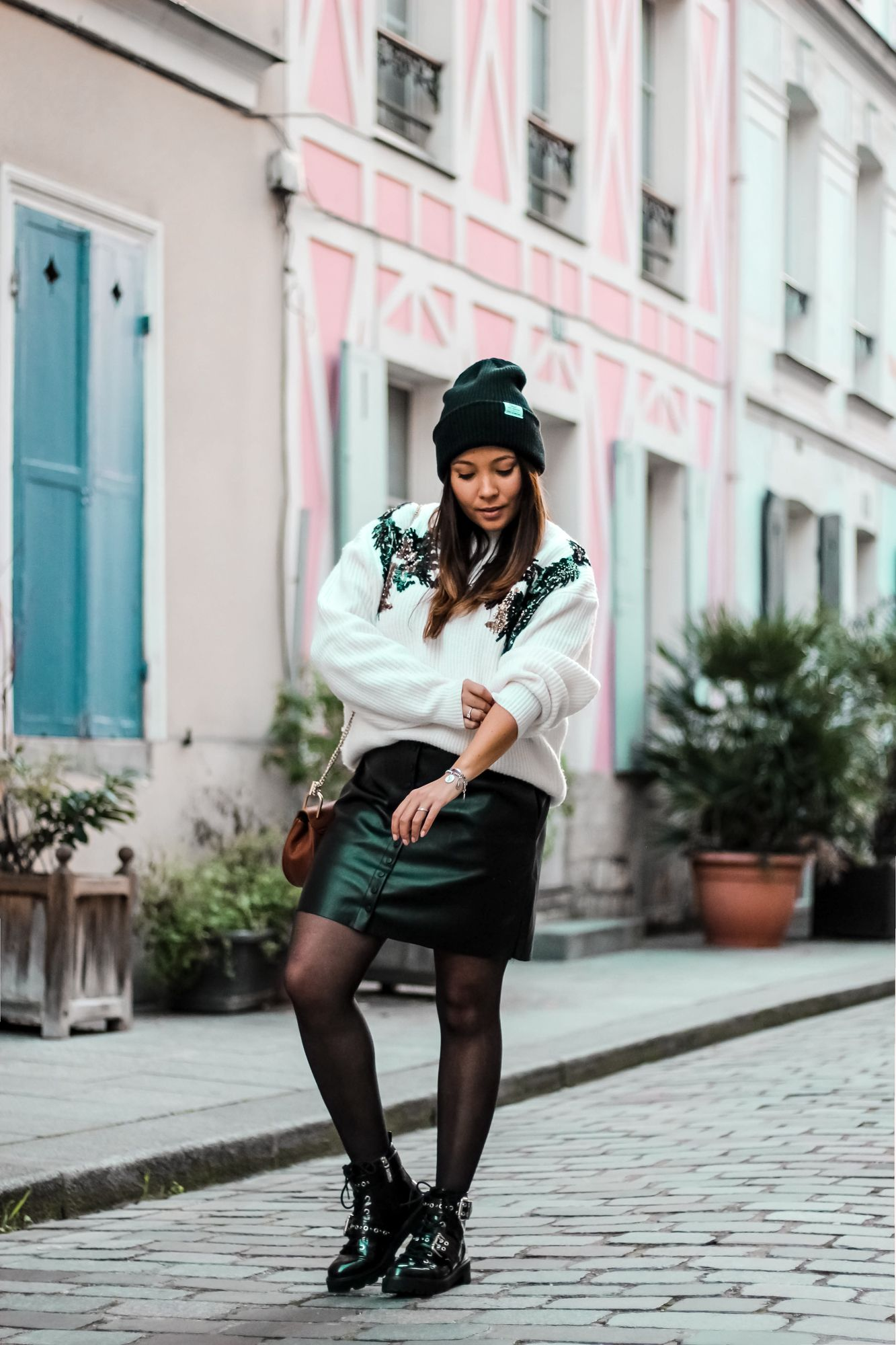 the green ananas, blog mode, blogueuse mode, h&m, hm, pull hm, jupe simili cuir, zara, bonnet acne, boots femme, sac inspi chloé, rue crémieux, rue colorées paris, shine, bershka