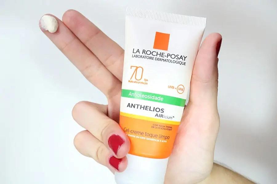 Quem tem pele oleosa sabe o sacrifício que é usar o protetor solar todos os dias. Então minha dermatologista sugeriu o Anthelios Airlicium Antioleosidade. http://petitandy.com