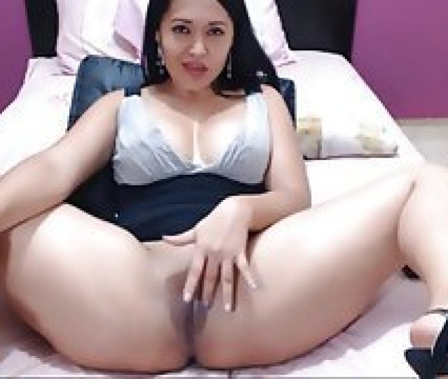 Colombian Shows Her Pussy For Money Milf