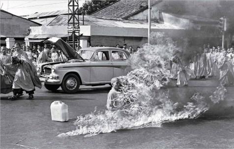 Malcolm Browne, auto-immolation d'un moine bouddhiste, 1963.