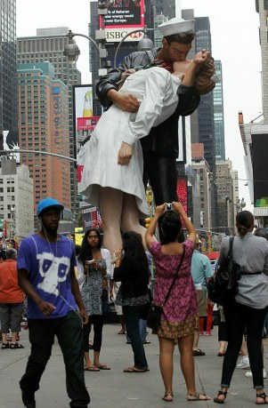 New York, The Kiss, 2010.