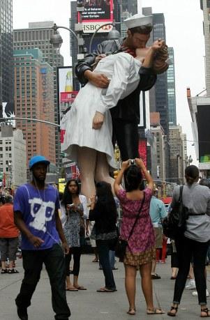 New York, The Kiss, 2010.