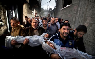 "Paul Hansen, ""Un enterrement à Gaza"", 2012, 1er prix World Press Photo 2013."