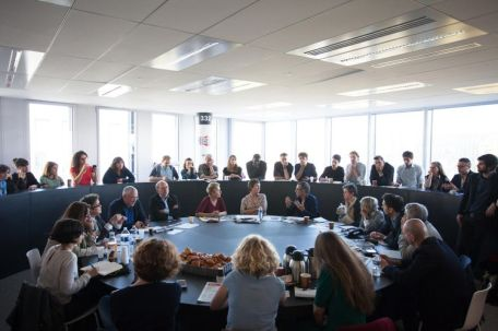 La réunion de rédaction (photo Camille Mcouat).