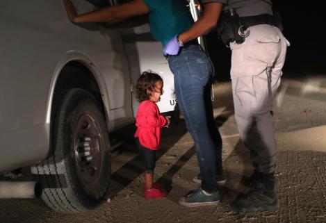 John Moore, arrestation de migrants, 12/06/2018 (© Getty Images).