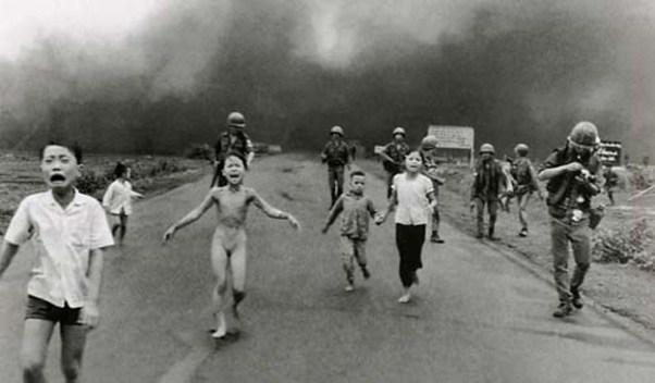 "Nick Ut, ""Napalm Girl"", 1972, 1er prix World Press Photo 1973."