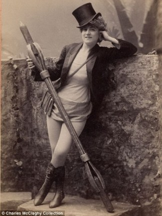Vintage burlesque photos from the 1890s (1)