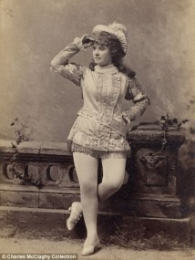 Vintage burlesque photos from the 1890s (7)