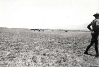 1927-8-17 Dole Derby 06-Dole Derby winner Art Goebel lands the Woolaroc at Wheeler Field, August 17, 1927