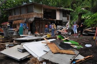 2011-Keauhou_Bay_Damage