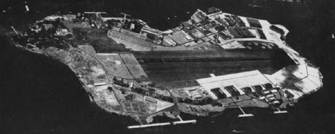 Aerial view of the U.S. Naval Air Station Ford Island, Oahu, Hawaii (USA), in 1962, shortly before its closure.