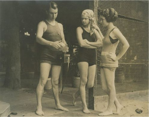 Bathing_Suit_Law-Andre de la Varre with Waldron Sisters at the Outrigger Canoe Club Waikiki Beach, 1923