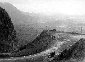 Cars, Pali lookout-(HSA)-ca. 1920