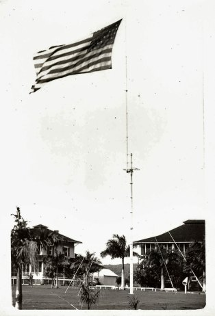 CentPlaza_FP_03_l-Flagpole in Palm Circle-(photo_between-1908-1912)