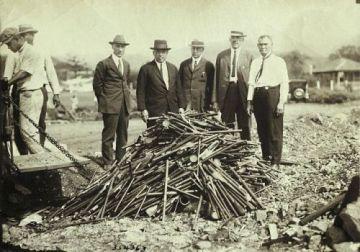 Opium Pipes © Underwood & Underwood/CORBIS