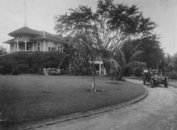 Driveway at Haleʻiwa Hotel circa 1915