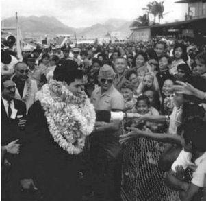 Elvis arriving at HNL airport