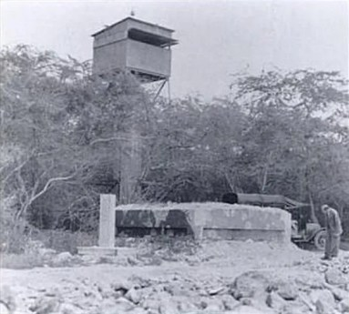 Fire_Control_Tower-Battery_Williston-built-1924-Below_Beach_Defense_Pillbox-(DefenseOfPearlHarborAndOahu)-1934