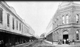 Fort St near makai-Waikiki corner with Queen St-King St crossing in distance-1880s-Beaver_Block_to_Left