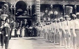 Funeral_Procession_of_Liliuokalani_-_Leaving_Iolani_Palace