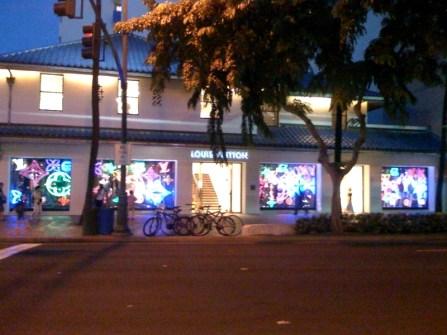 Gump_Waikiki-Louis_Vuitton-WC