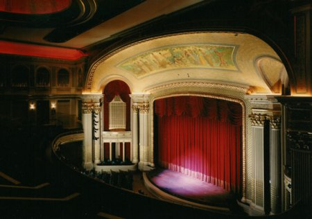 HawaiiTheatre_stage-(HawaiiTheatre-com)