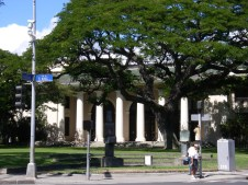 Hawaii_State_Library_from_King_and_Punchbowl