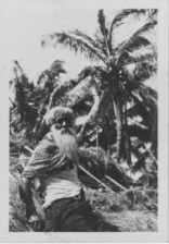 Hawaiian man who built grass houses at Lalani Village, Waikiki-PP-32-4-021