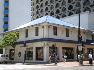 Honolulu-Gump-Building-WC