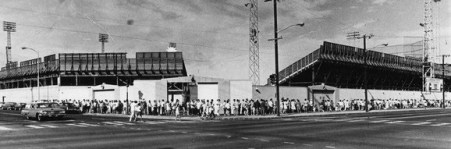 Honolulu Stadium-1970 photo of baseball fans lining up on King Street and Isenberg at the Honolulu Stadium box office to purchase playoff tickets