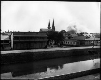 Honolulu_Chinatown_Fire_of_1900_(5),_photograph_by_Brother_Bertram