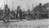Hula_performed_for_reenactment_of_the_landing_of_Kamehameha_at_Waikiki,_Floral_Parade,_February_22,_1913