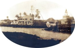 Hulihee Palace(left)-Mokuaikaua Church(right)