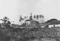 Hulihee_Palace_with_Princess_Ruth_Keelikolani's_grass_house,_ca._1885