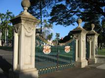 Iolani_Palace_gate